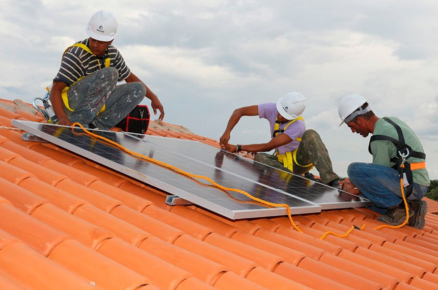 Mercado de energia solar gera empregos aos milhares